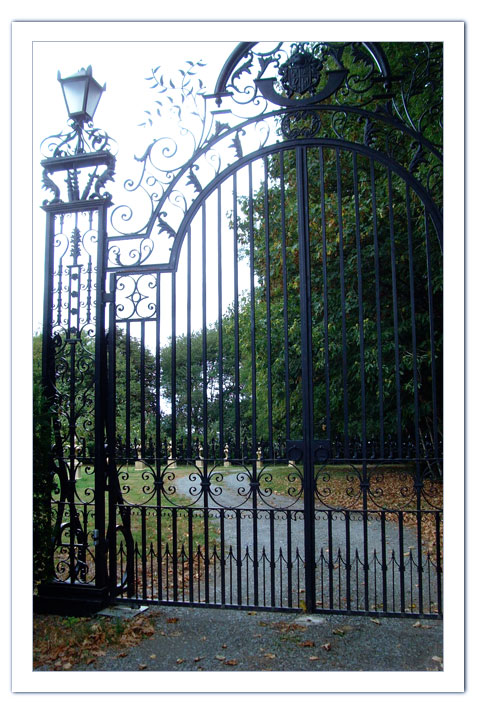 photo of Clandon Park Gates