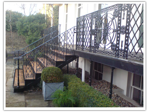 Georgian exterior staircase peter weldon iron designs ltd for Georgian staircase